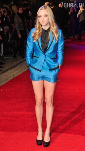 Аманда Сейфрид в костюме от H&M на премьере фильма «Время» в 2011 году