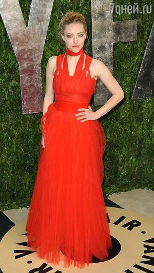Аманда Сейфрид в платье от Givenchy на церемонии «Оскар» в 2013 году