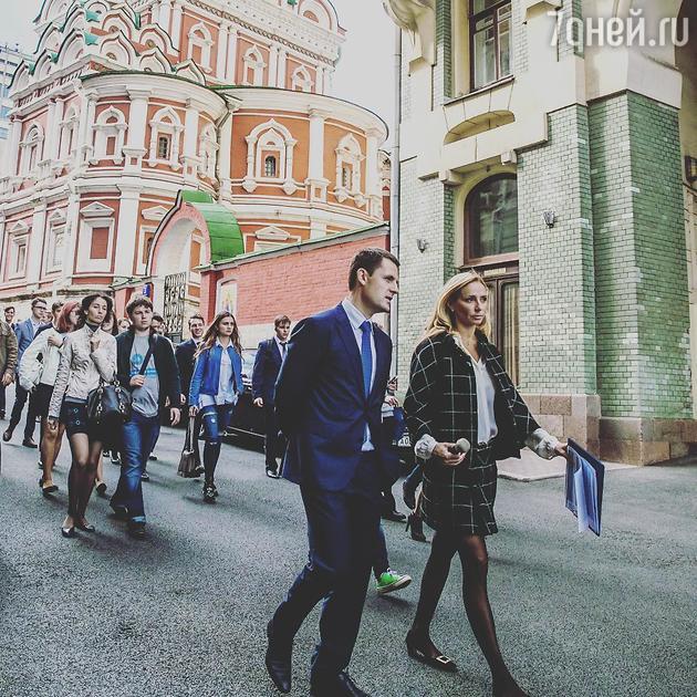 Татьяна Навка провела экскурсию для школьников по Москве