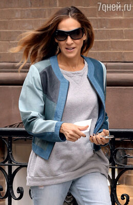 Кожаные куртки необычных расцветок любят актрисы Сара Джессика Паркер...
