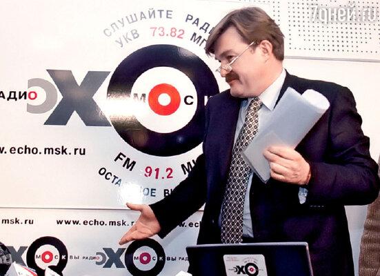 Последний раз Евгений Киселев появился на НТВ пять лет назад, теперь он работает на радио, читает лекции за рубежом, пишет книги...