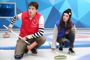 Актеры «Молодежки» променяли хоккей на керлинг