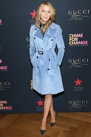 Блейк Лайвли в наряде от Gucci и туфлях от Christian Louboutin
