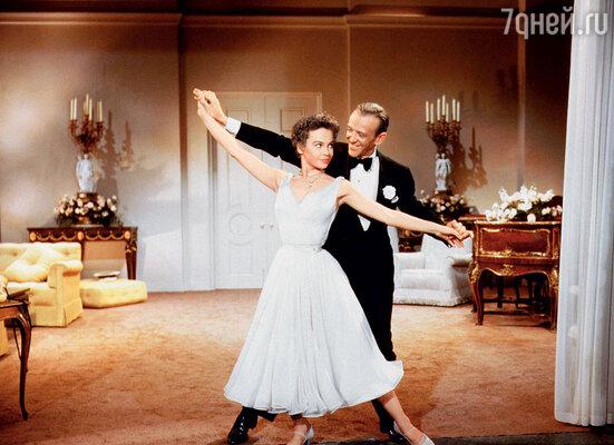 Во время репетиций «Длинноногого папочки» в семье Фреда случилась трагедия: тяжело заболела его любимая жена Филлис. Лесли и Фред, 1955 г.