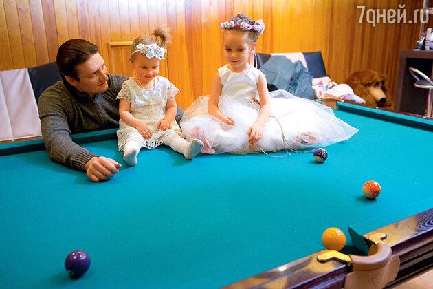 Эдгард  Запашный с  дочками