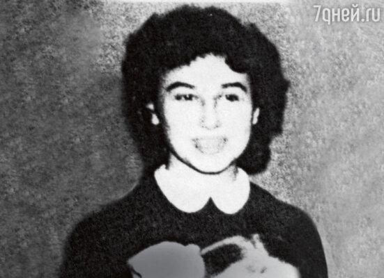 «Андрей покорил Галю, хотя она была очень гордой. Иссиня-черные волосы, белая кожа, стройная фигура — яркая, восточная красота...» (На фото: Галина Булавинова)