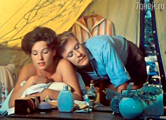 «Когда Миронов снялся в фильме «Триплюс два», я все еще ничего пронего не понимал. Ведь на экране онбыл таким же, как в жизни: молодым, озорным, смешным. Чтоособенного?»