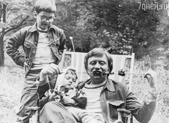 Андрей Миронов с дочерью своей второй жены Ларисы Голубкиной — Машей Голубкиной