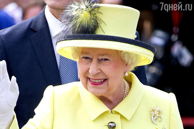 Елизавета II очень любит салат с кусочками цыпленка, приготовленного на гриле