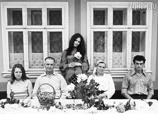 Ротару в Маршинцах с родителями Михаилом Федоровичем и Александрой Ивановной, сестрой Аурикой и братом Анатолием