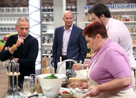 Недавно в эфир телеканала СТС вышла новая кулинарная программа «МастерШеф». Ее ведущим стал знаменитый российский ресторатор Аркадий Новиков