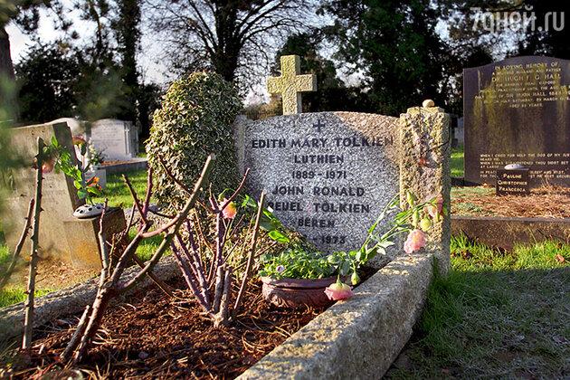 Могила Джона Рональда Руэла и Эдит Толкин, Вулверкотское кладбище, Оксфорд