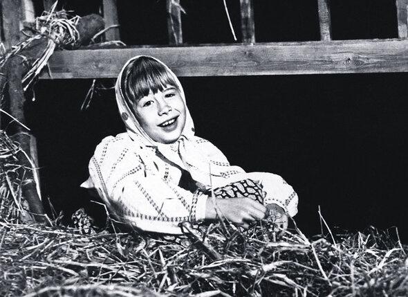Моя первая роль — Анюта в спектакле Мариупольского драматического театра «Власть тьмы». Мне десять лет