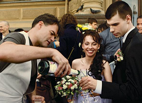Егор женился рано-в двадцать лет.