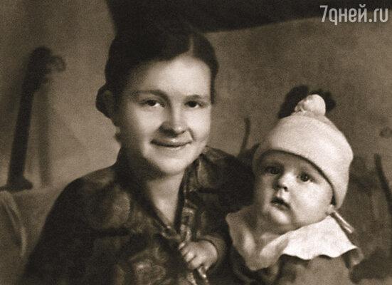 Одна из немногих фотографий, где я с мамой. Мне было семь, когда ее не стало