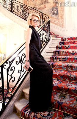 ������ ����� � �������� ���� �������� �����堗 �� ������ ������. ��� ������ ��������� ����� ��� � ����� � ������������, ���������� �������� ��������������� ����� � �������� �����-�����. ������ �� ������, ���������� ������������ ��������. ������� � �������� �������� � ������ ������ ���������� ������-������� �� �Celine� � ����� ���, ��� ����� � ��������� �����. ���������� ��� �� ������, � ���� � ������, ������� ��������� �� ����� � ��������� ����� ���. ����� ��� ���� ��������. ����� �Roger Vivier� � ������������� ���������, ���������� ������� �����, � ������������ ����������� � ���� ��������. ��������� ����� Ritz Paris