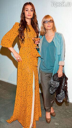 Анастасия с мамой Верой Глаголевой на вечеринке. 2014 г.
