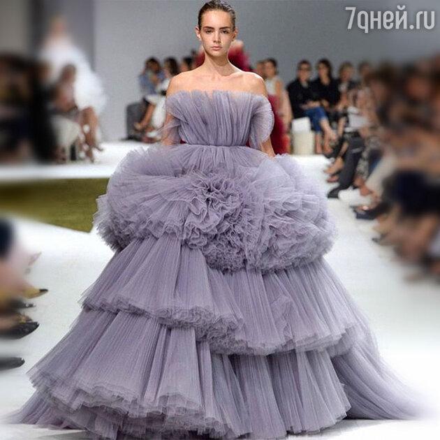 На показе Giambattista Valli Haute Couture