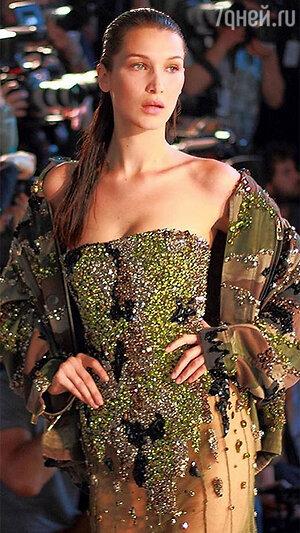 Белла Хадид на показе Alexander Vauthier Haute Couture