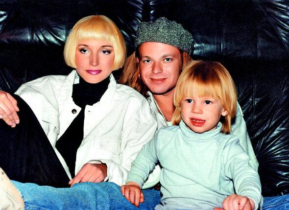 Когда родился Никита, Вова сразу же записал сына на себя. У них с Кристиной и без штампа в паспорте была безумная любовь...