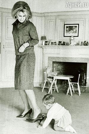 Герцогиня Альба с сыном, 1961 г.