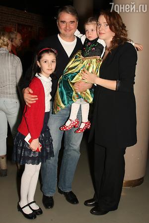 Светлана Антонова, Александр Жигалкин, ее дочки Маша и Таисия