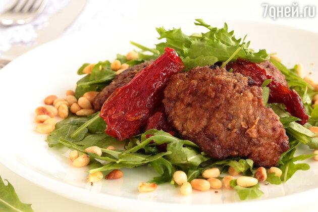 Салат с печенью птицы и сладкой луковой заправкой от певицы Аи