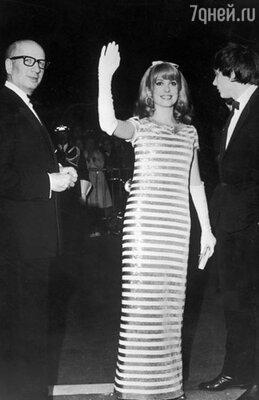Катрин Денев, 1966 г.