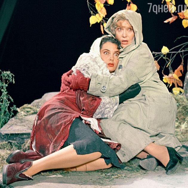 Элина Быстрицкая и Любовь Орлова в фильме «Русский сувенир». 1960 г.