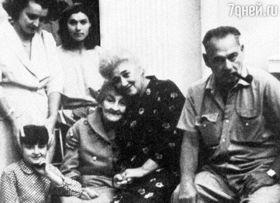 После многолетней разлуки Раневская разыскала свою семью в Румынии