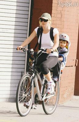 С сыном Джо Алфи. Нью-Йорк, апрель 2008 г.