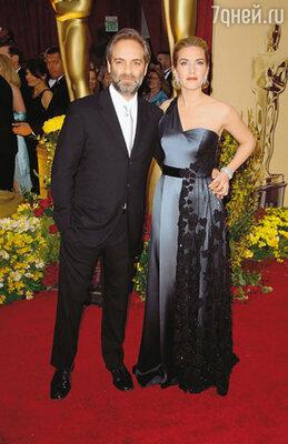 """С мужем Сэмом Мендосом на церемонии вручения """"Оскаров"""", 22 февраля 2009 г."""