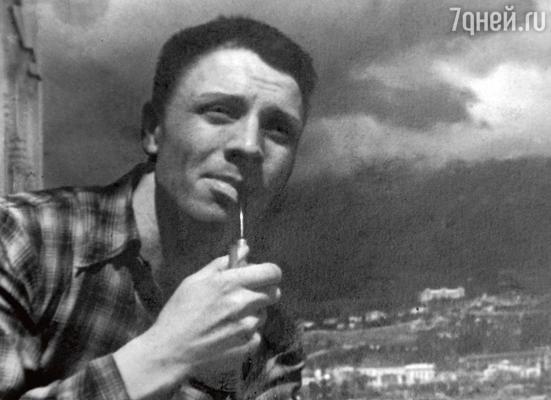 Отец — Валентин Иванович Кадочников. Начало 1940-х гг.