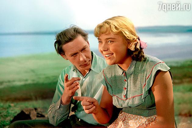 Нина Дорошина и Олег Ефремов в фильме «Первый эшелон» 1955 г.