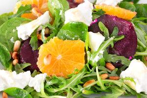 Свекольный салат с апельсинами и козьим сыром: рецепт от шеф-повара Мишеля Ломбарди