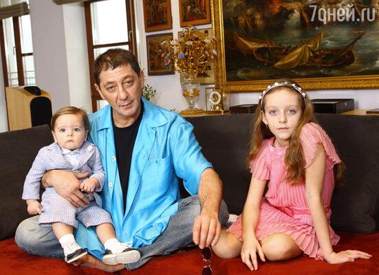 Григорий Лепс с сыном Иваном и дочерью Евой