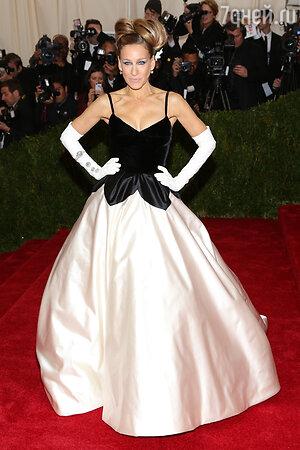Сара Джессика Паркер в Oscar de la Renta на Балу института костюма в Нью-Йорке, 2011 год