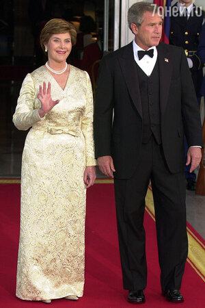 Лора Буш в золотом платье Oscar de la Renta, 2003 год