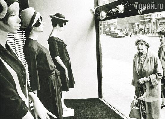 Александр и Мэри напугали лондонцев тем, что вместо портновских манекенов на треножниках выставили в витринах восковые фигуры