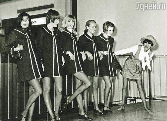 Скучающая публика так завелась во время показа Мэри Куант, что дамы сбросили туфли на высоких каблуках и отплясывали рок-н-ролл до полпятого утра