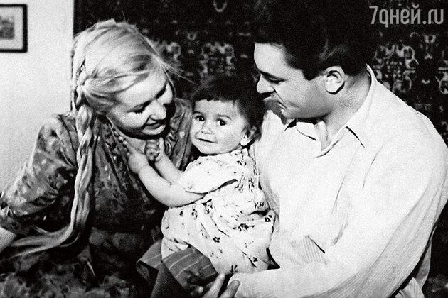 Инна Макарова и Сергей Бондарчук с дочерью Натальей Бондарчук