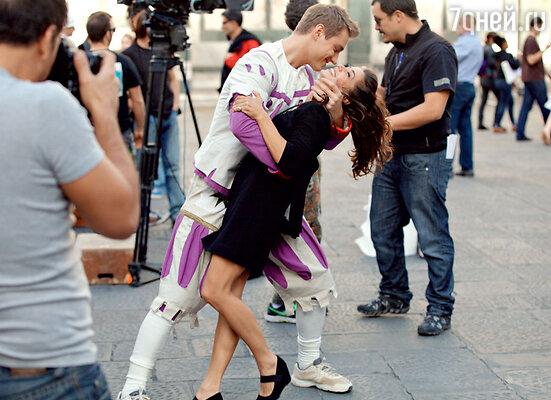 Алексей и Джулия репетировали любовные сцены на глазах у прохожих
