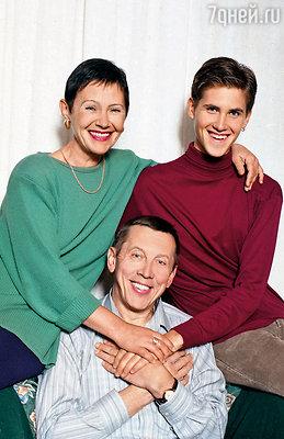 Валерий Золотухин с женой Тамарой и сыном Сергеем