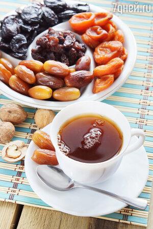 Козерогу и Водолею, нередко впадающим в депрессию, полезно попить крепкого чаю с сухофруктами
