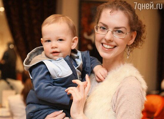 Лянка Грыу с сыном