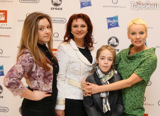 Татьяна Толстая с дочерью и Жанна Эппле с сыном