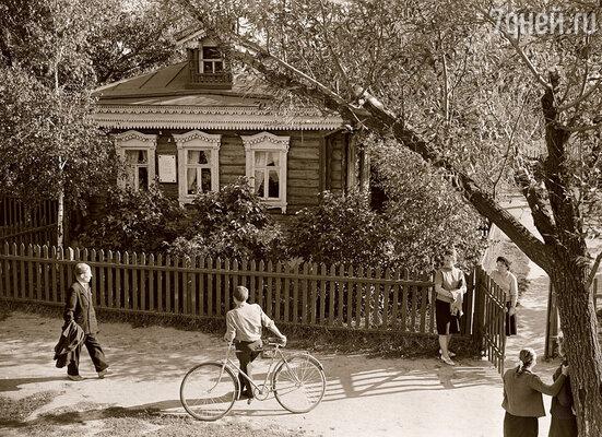 Дом в селе Константиново, в котором Сергей появился на свет