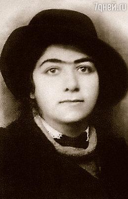 Литературный секретарь Есенина Галина Бениславская, покончившая с собой на его могиле