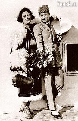 Третья жена поэта — танцовщица Айседора Дункан погибла, задушенная шарфом, намотавшимся на колесо автомобиля
