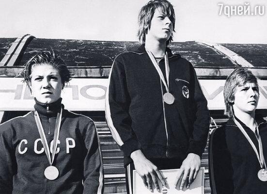 Я выступала за КСКА (Киевский спортивный клуб армии) и входила в олимпийскую сборную, но не попала на важные соревнования из-за досадных четырнадцати сотых секунды. Ира на пьедестале почета слева